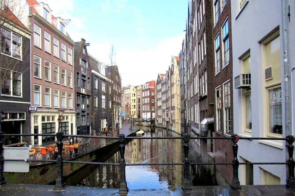canaux du quartier rouge à amsterdam