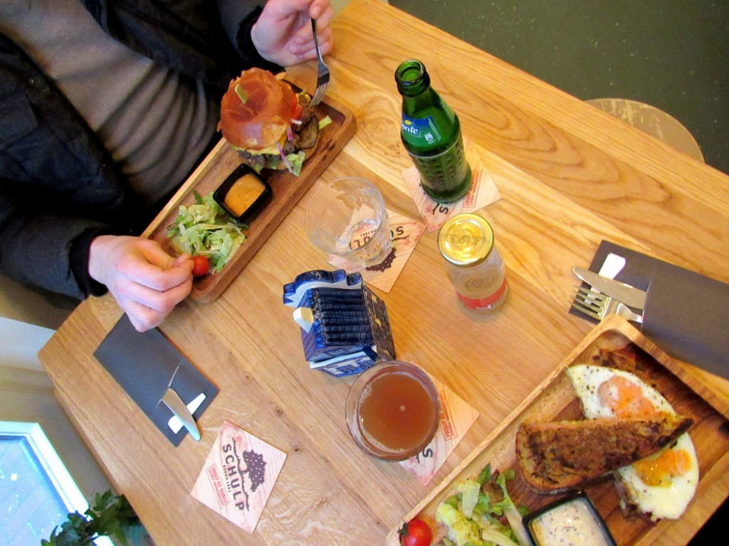 repas au croque madame à amsterdam. Des plats simples et délicieux.