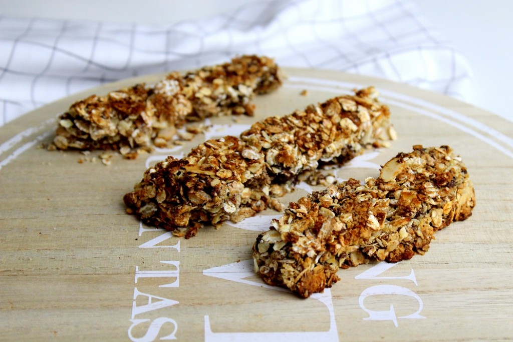 barre de céréales healthy faite maison. Une recette saine pour les encas ou le petit déjeuner.
