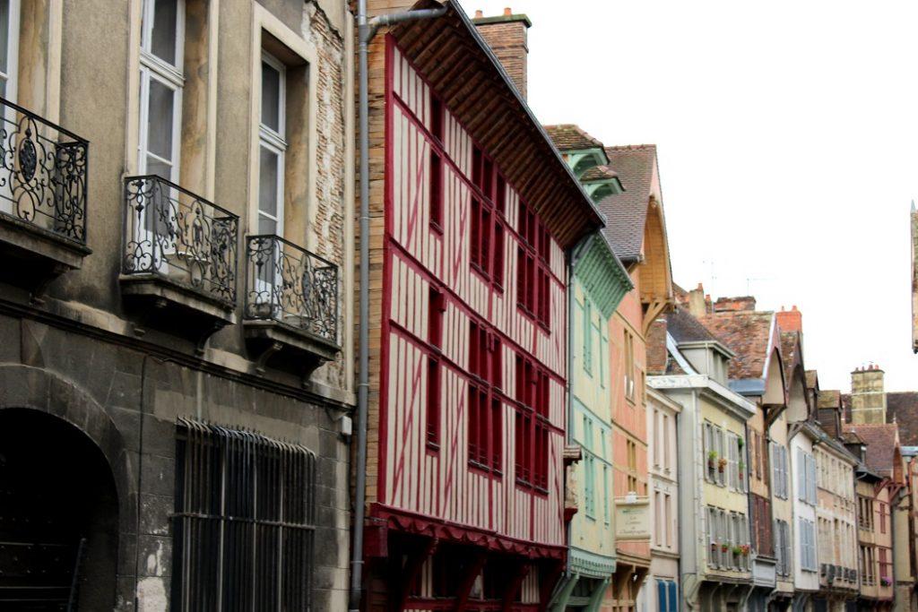 jolies façades du brit hotel à Troyes.