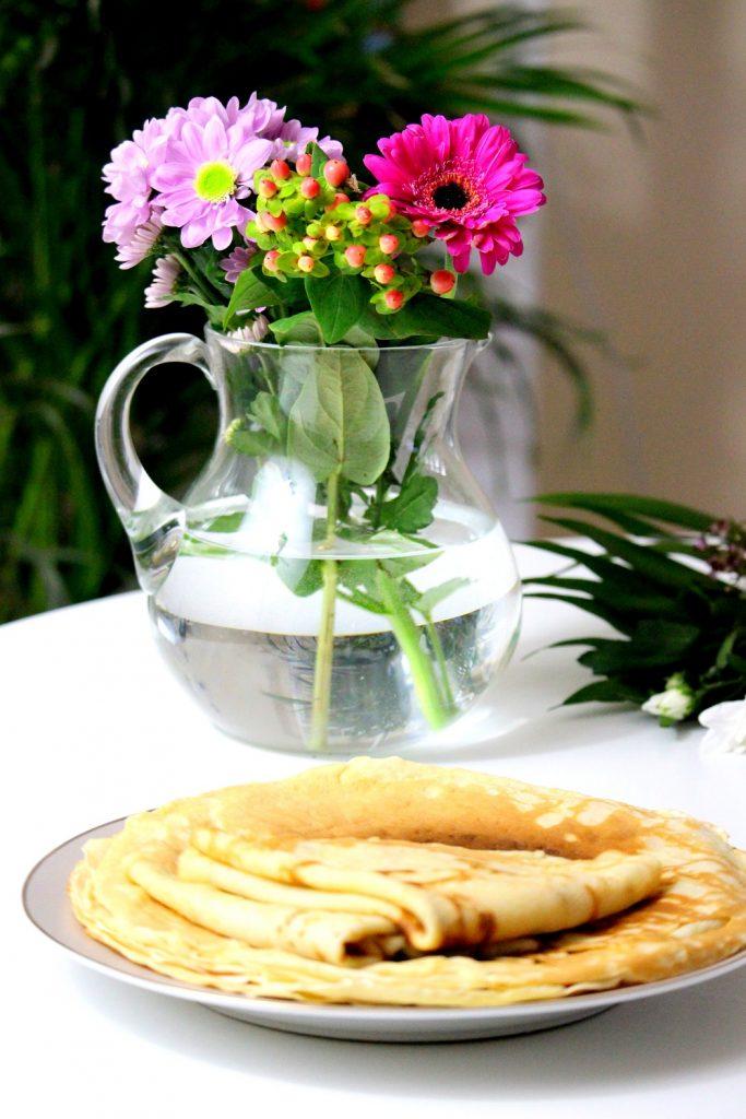 Recette de crêpes healthy au lait d'amande. Moelleuse et facile à faire.
