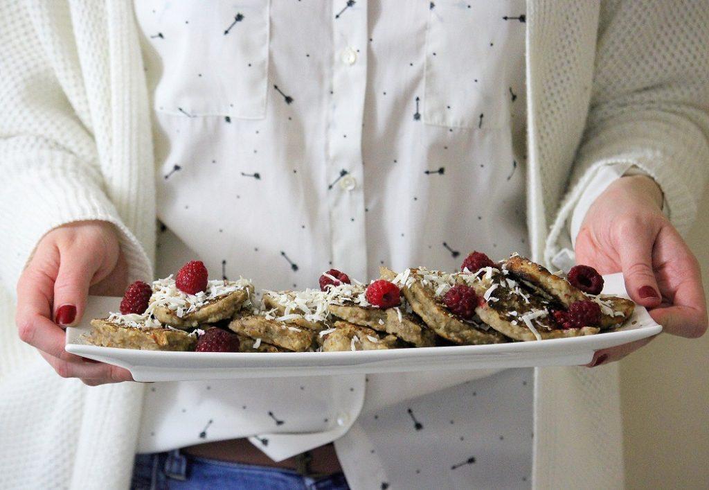 Recette vegan de pancakes à la banane et aux flocons d'avoine. Facile et rapide à faire.