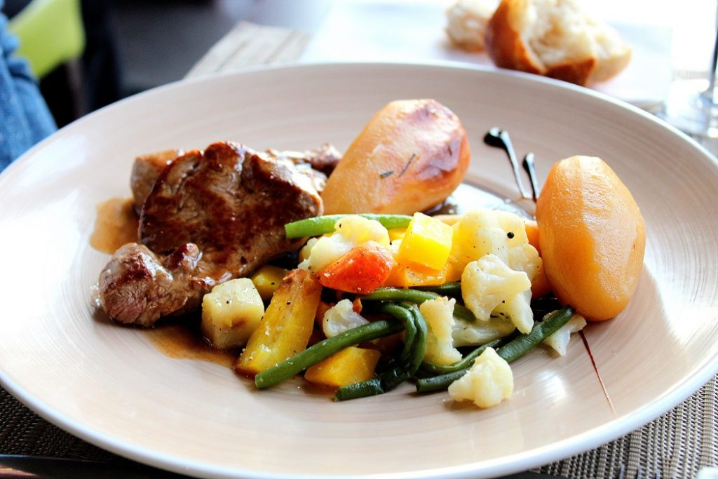 Restaurant de l'hôtel du Béryl, des plats gourmands, frais et de qualité.