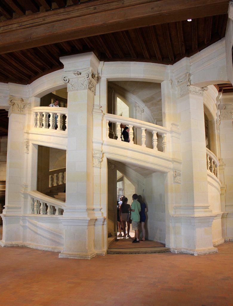 Escalier à double sens du château de Chambord.