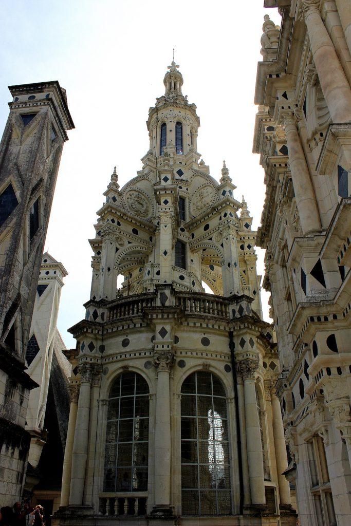 Les détails architecturaux du château de Chambord dans la Loire.