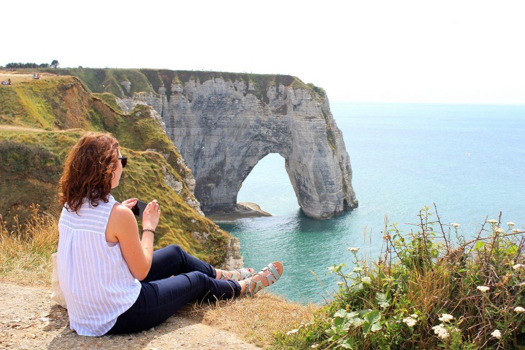 Only Laurie en balade à Etretat en Normandie.