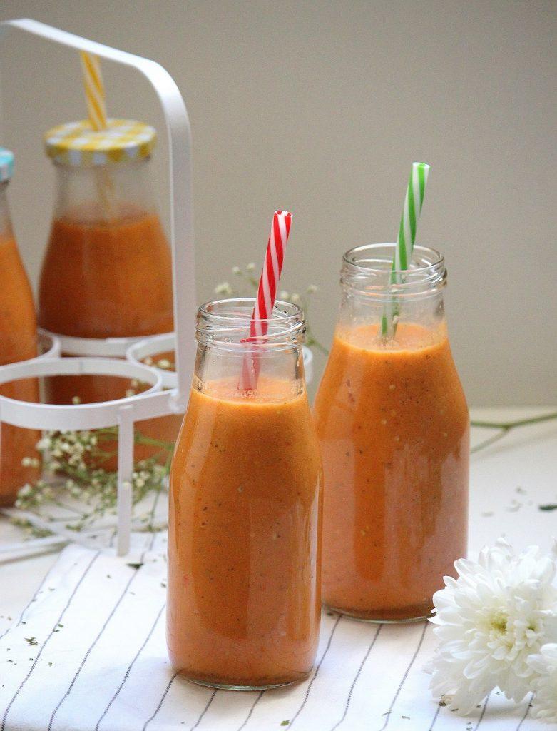 Recette de gaspacho maison aux tomates et aux poivrons. Facile à faire, parfaite pour l'été.