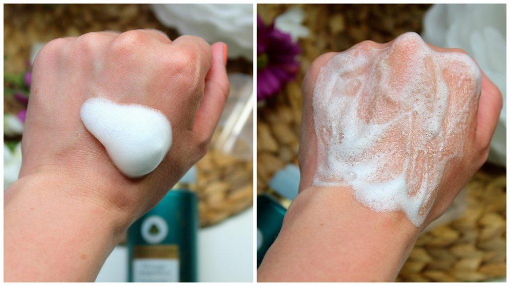 Texture de la mousse nettoyante Magnifica de chez Sanoflore. Un produit bio pour éliminer les imperfections.
