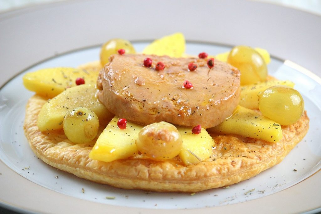 Recette de tarte au foie gras et à la pomme. Facile à faire et parfaite pour une entrée.