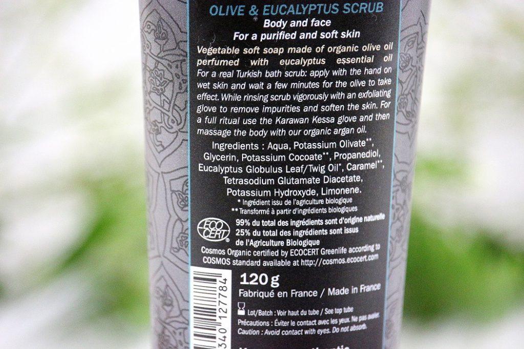 Composition du savon noir de chez Karawan. Un produit bio à base d'huile d'olive pour exfolier la peau.
