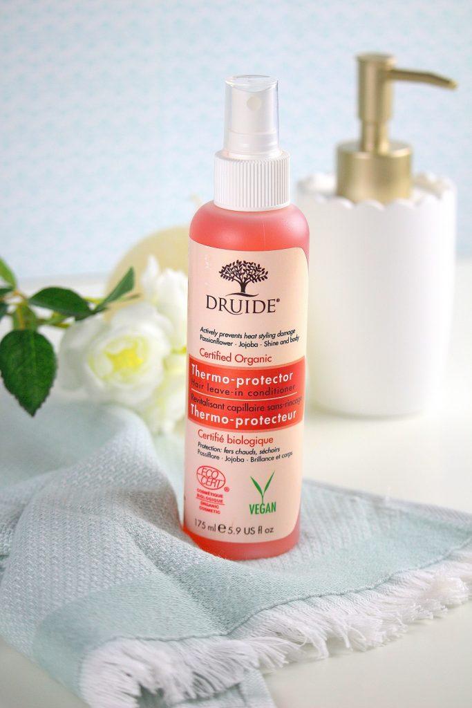 Mon avis sur le spray protecteur de chez Druide. Un produit bio pour protéger les cheveux des appareils chauffants.