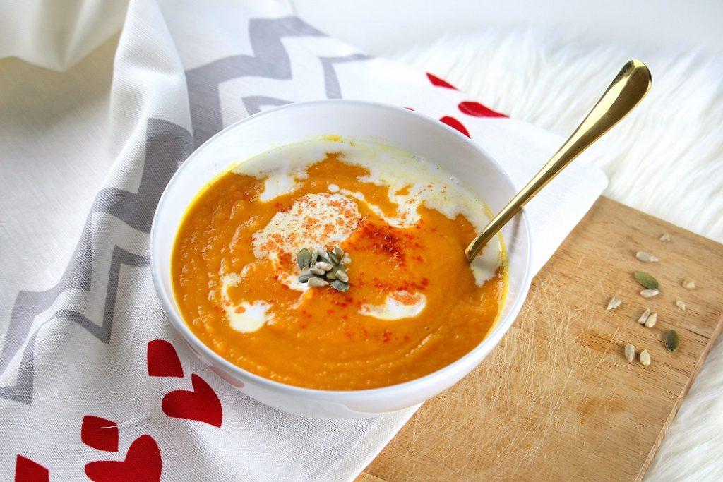 Recette pour faire un velouté de carottes aux patates douce parfait pour faire le plein d'énergie et booster son système immunitaire.