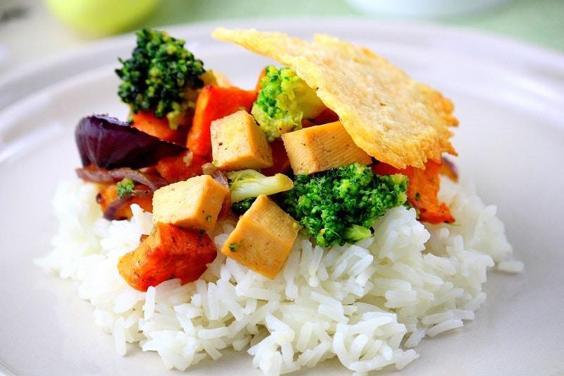 Sauté de tofu et ses légumes caramélisés - only laurie