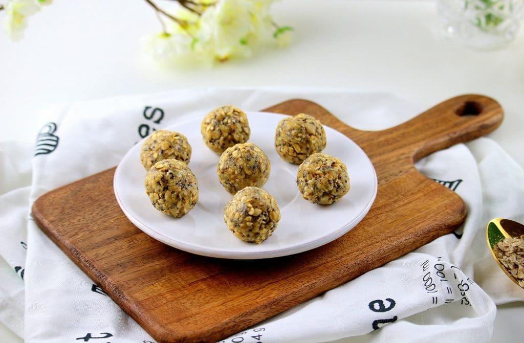 Recette rapide, facile et saine pour faire des Energy Balls. Un encas sain. Parfait pour le goûter.