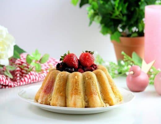 Charlotte aux fraises et fruits rouges pour la fête des mères only laurie