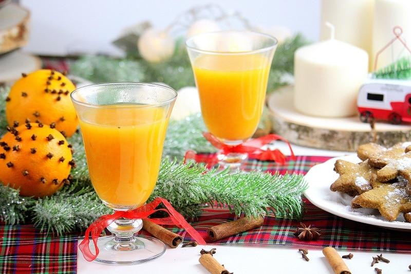 Recette de jus d'orange chaud aux épices de Noel.
