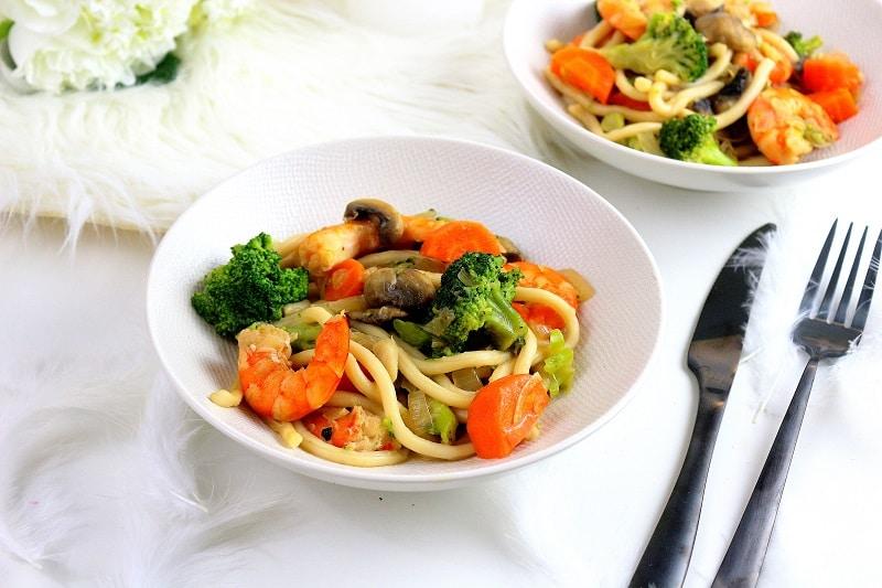 Recette de nouilles sautées aux crevette. Healthy et facile à faire.