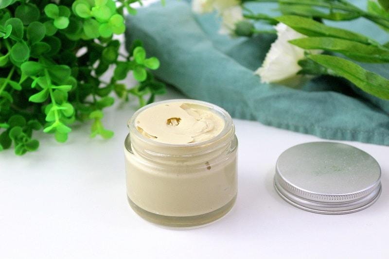 Déodorant solide pour peaux sensibles. Une recette de cosmétique maison zéro déchet.