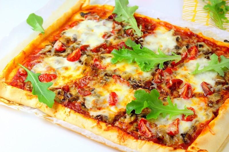 recette de pizza végétarienne rapide et facile à faire.
