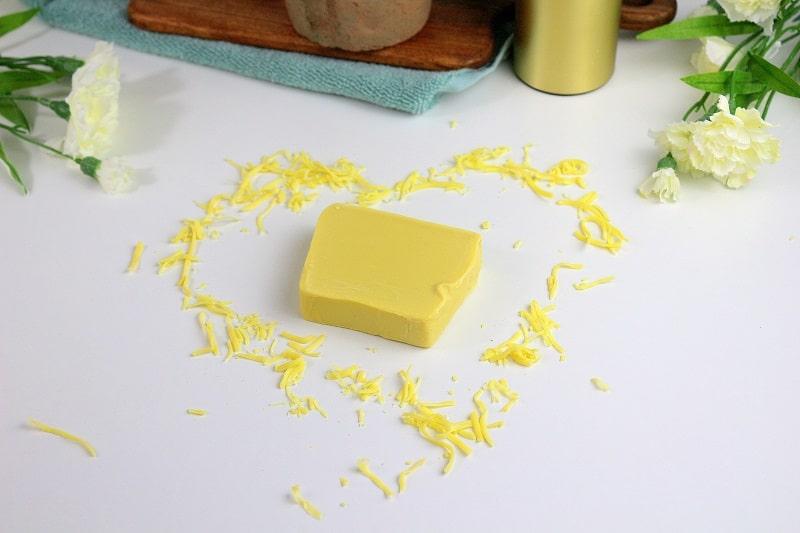 savon solide bio à l'huile d'olive de la marque comme avant.