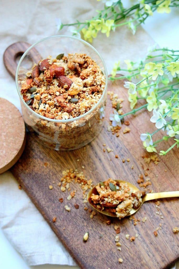 Recette de granola maison. Healthy, facile à faire, parfaite pour un petit déjeuner équilibré.