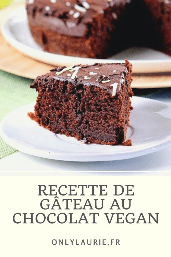 Recette de gâteau au chocolat vegan. Une recette gourmande et facile à faire. Sans beurre, ni œufs, ni lait. Parfaite en dessert ou pour le goûter.