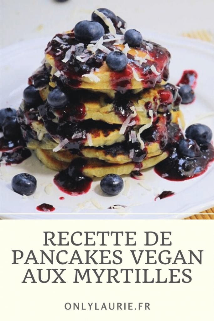 Recette de pancakes vegan aux myrtilles. Parfait pour un petit déjeuner sain et équilibré. Facile et rapide à faire.