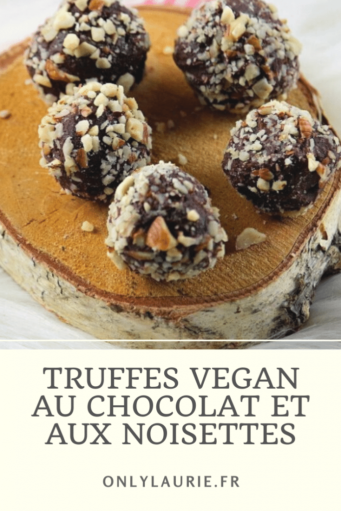 Recette de truffes vegan au chocolat avec un cœur de noisettes. Une recette gourmande et facile à faire. Parfaite pour les fêtes ou le goûter.