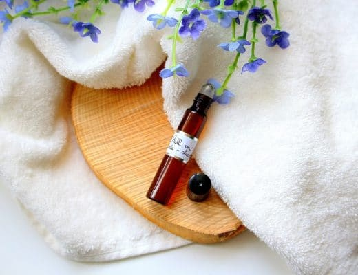 Diy pour réaliser un roll on maison anti-stress. Recette naturelle d'aromathérapie pour lutter contre le stress. Facile et rapide à faire.