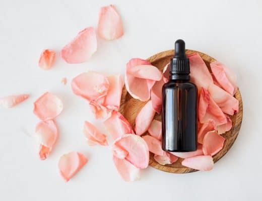 Toutes les astuces naturelles pour lutter contre l'ac,é. Une routine minimaliste et naturelle pour retrouver une jolie peau.