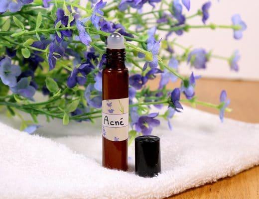 Recette pour réaliser un roll on anti imperfections. Une recette facile et naturelle pour lutter contre l'acné.