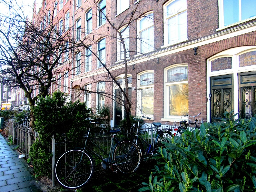De jolies maisons typiques d'amsterdam.