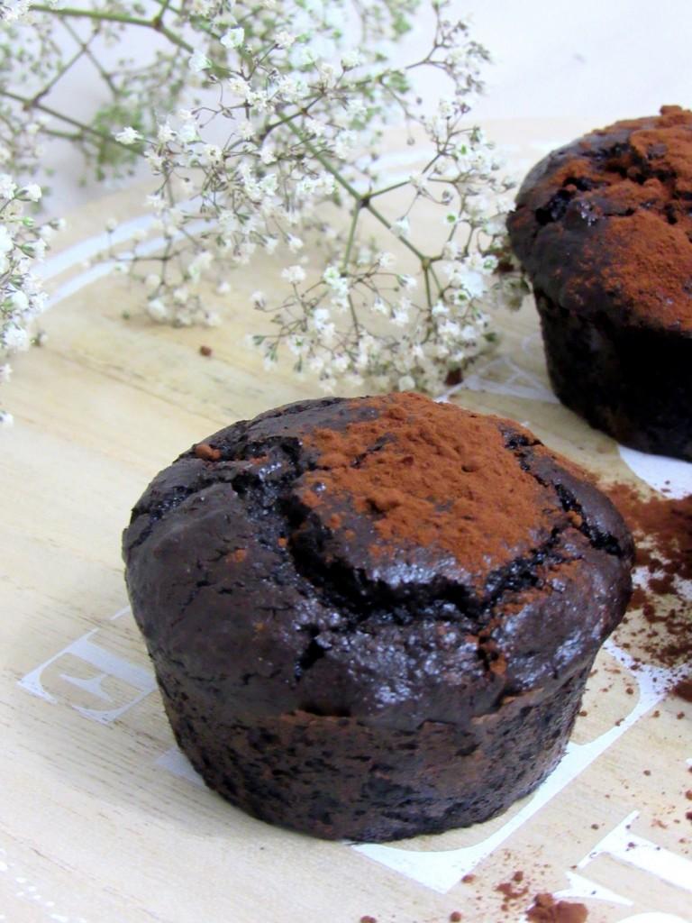 recette de moelleux au chocolat sans farine sans beurre pour des muffins healthy.