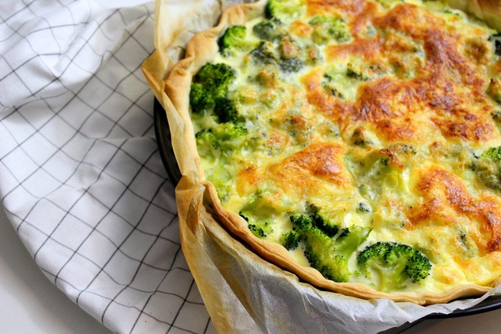 Recette de tarte au saumon. Gourmande et rapide à faire. Un plat parfait pour le soir.