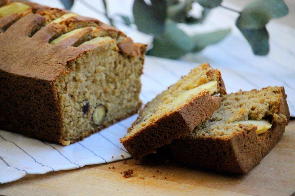 Recette de cake aux pommes et aux noisettes. Gourmande, healthy et facile à faire.