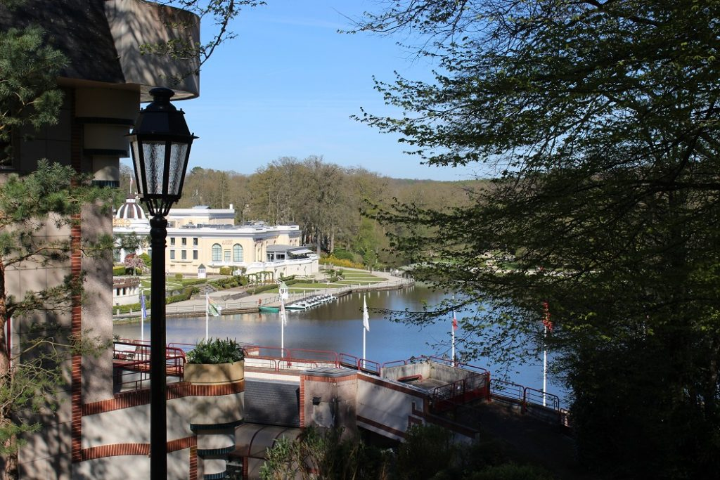 vue sur le lac depuis l'hôtel à Bagnoles de l'Orne.