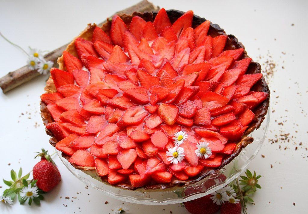 Recette de tarte aux fraises avec la pâte sablée de Christophe Michalak. Gourmande, très belle visuellement et facile à faire.