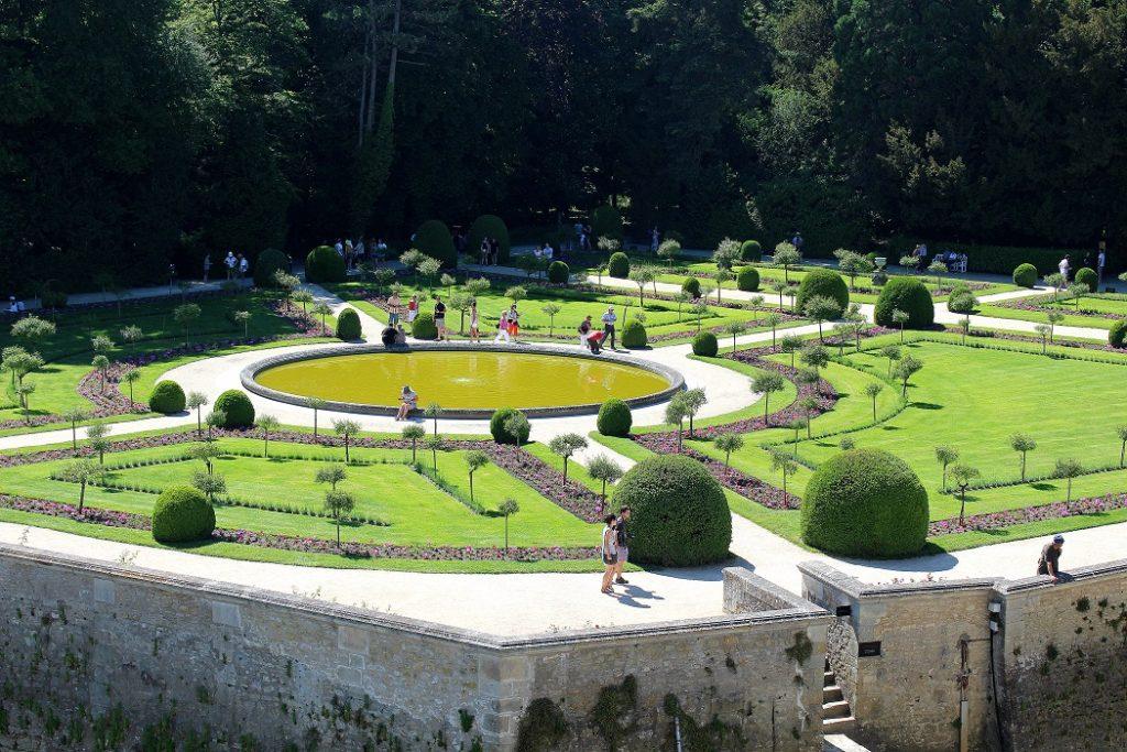 Jardin de Catherine de Médicis au château de chenonceau.
