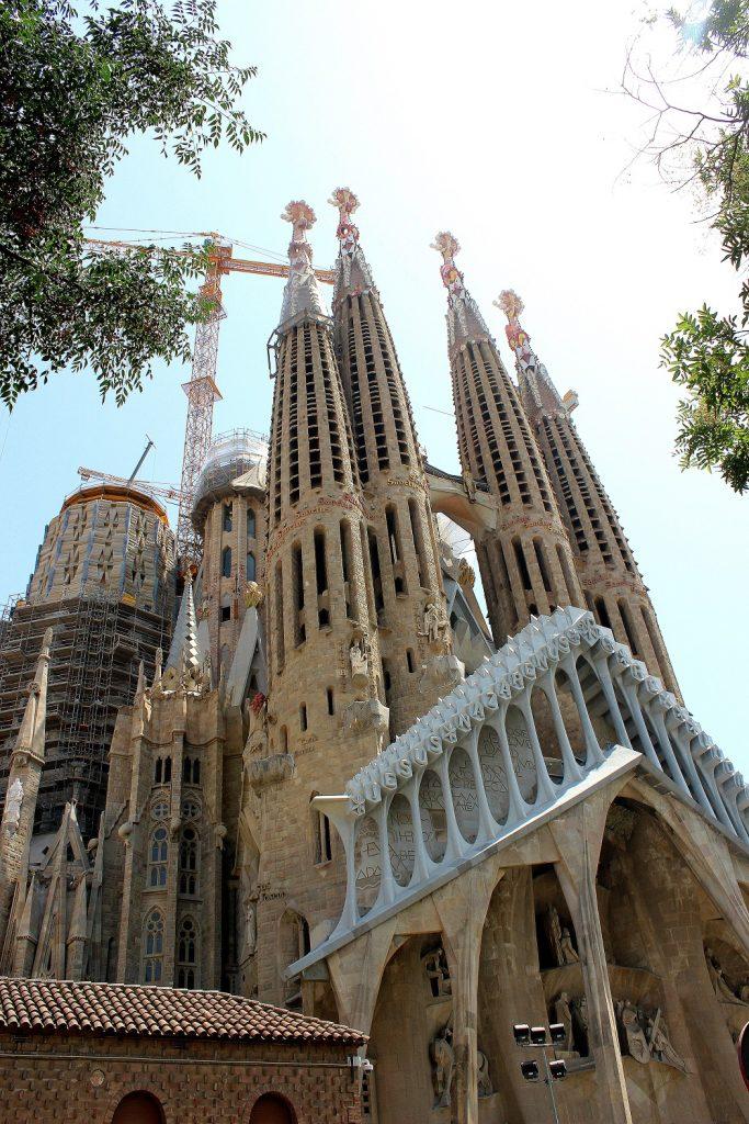 La Sagrada Familia à barcelone. Un monument incontournable à découvrir en Espagne.