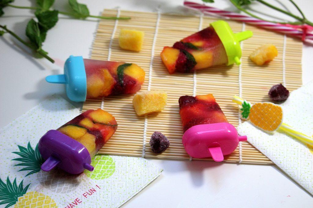 Recette de glaces maison aux fruits. Légères et rafraîchissantes, parfaites pour l'été. Elles sont faciles et rapides à faire.
