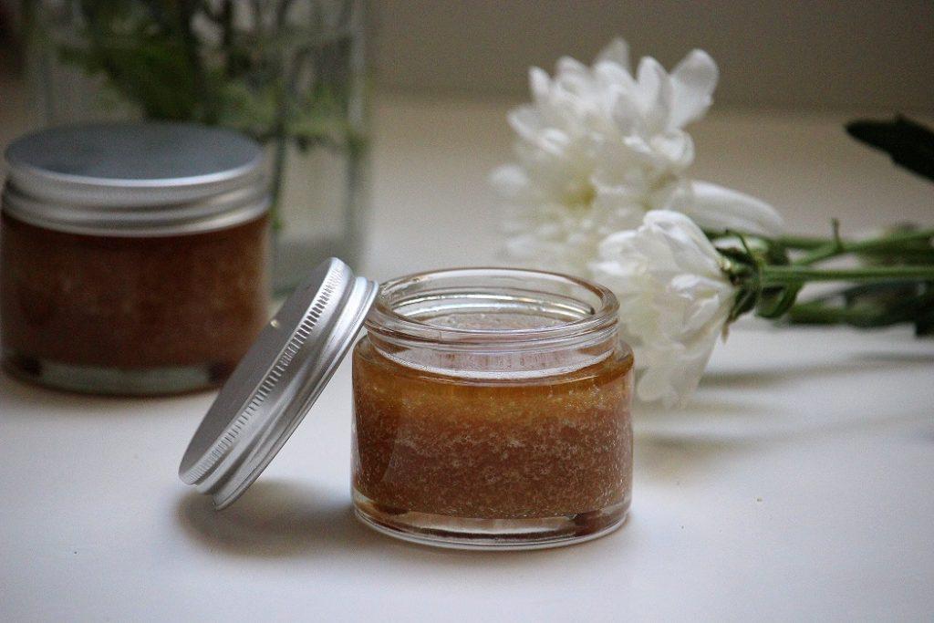 Recette de gommage maison au sucre naturelle et zéro déchet .