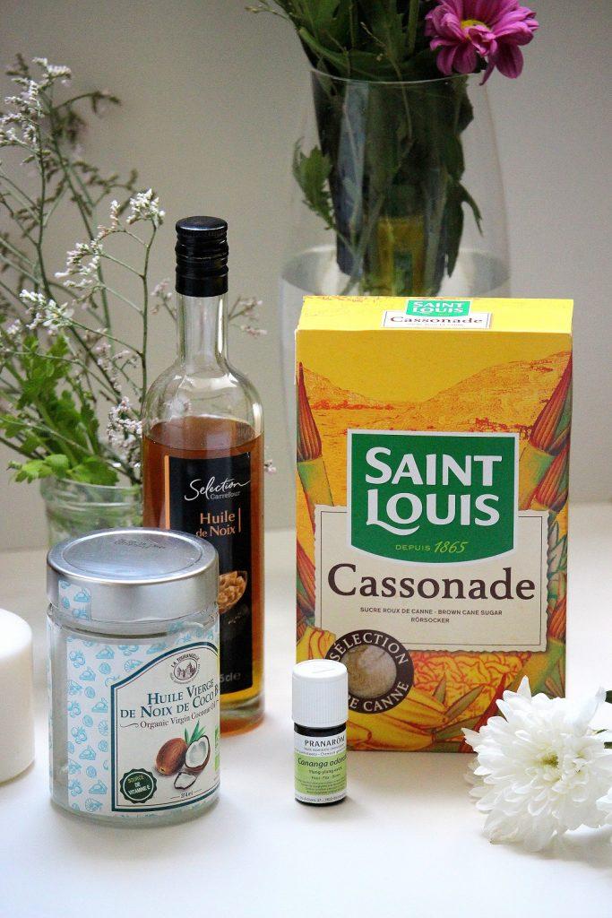 Ingrédients pour réaliser votre gommage maison au sucre.
