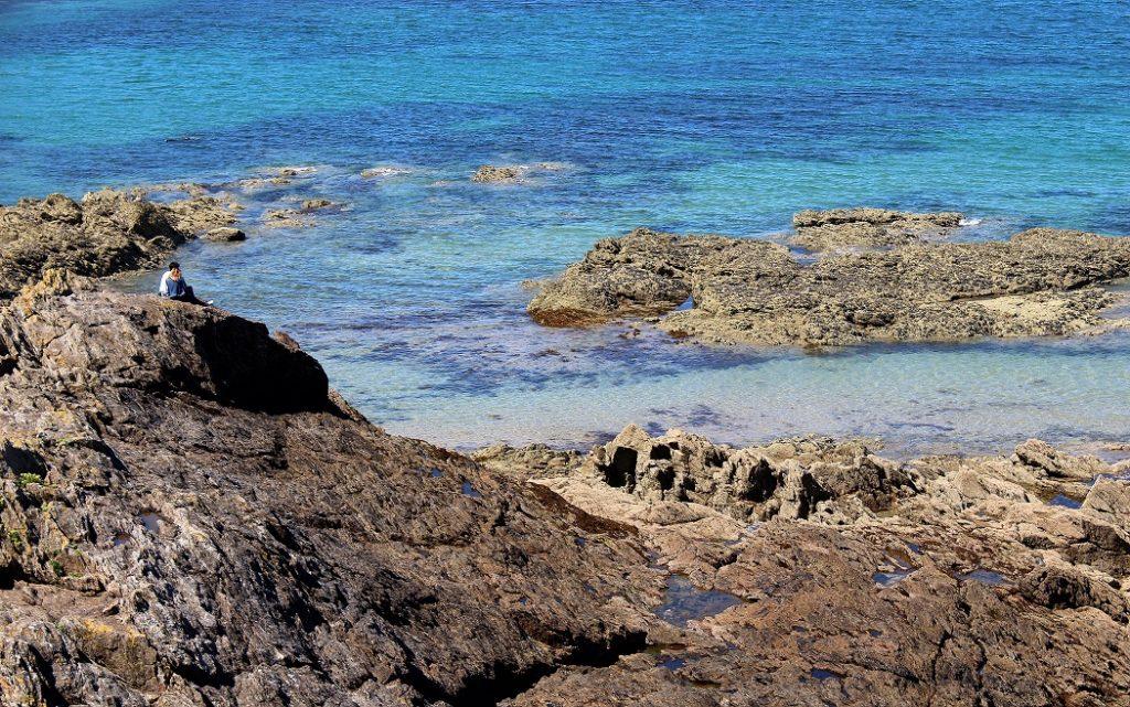 eaux turquoises à saint-malo en Bretagne.