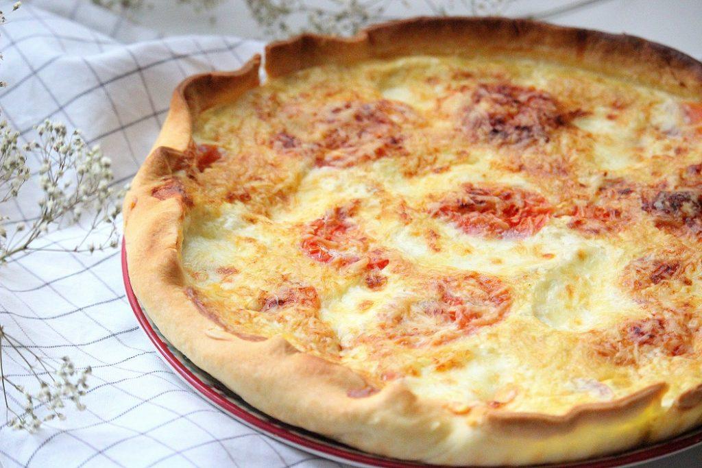 Recette de tarte au thon et aux tomates. Recette facile à faire parfaite pour le soir.