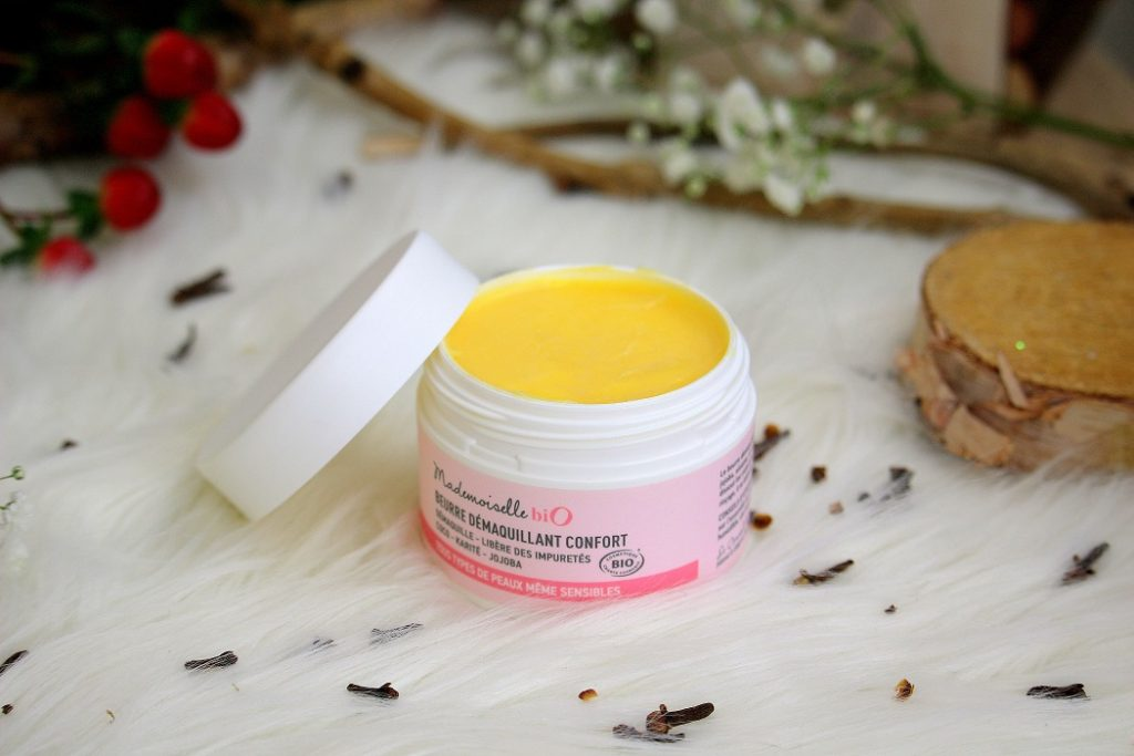 Beurre démaquillant confort de chez Mademoiselle bio. Un démaquillant bio parfait pour les peaux sensibles.