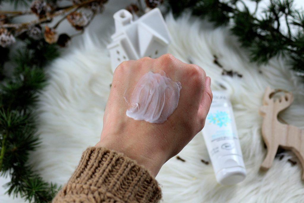 Masque beauté éclat pour peaux mixtes de chez Marilou bio. Il rend la peau douce, resserre les pores et donne le teint plus éclatant. Un produit bio à petits prix.