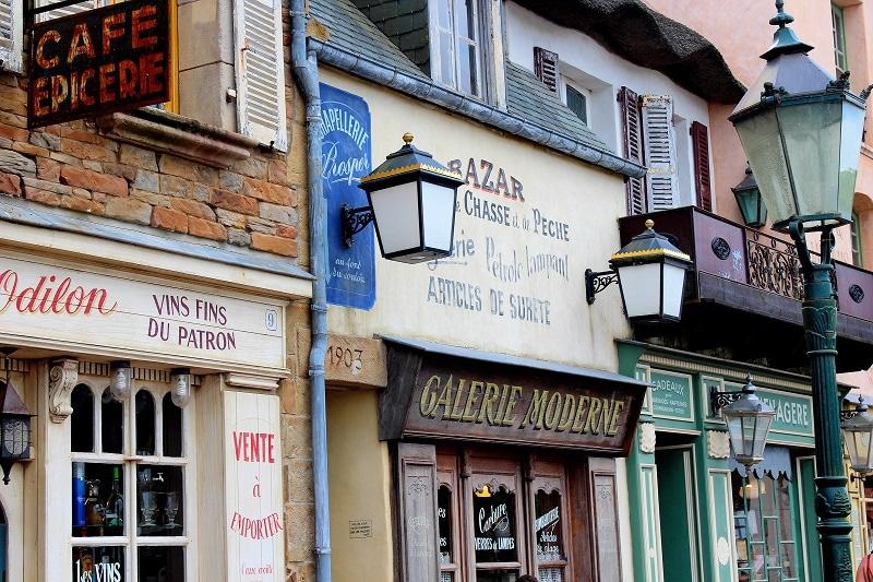 la maison du biscuit, la fameuse biscuiterie Normande aux décors d'autrefois.