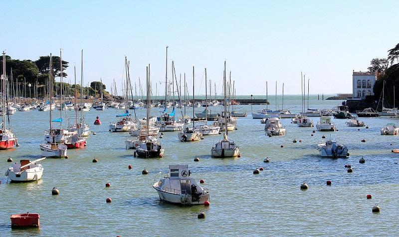 Joli port de Pornic, idéal pour de belles vacances en France.