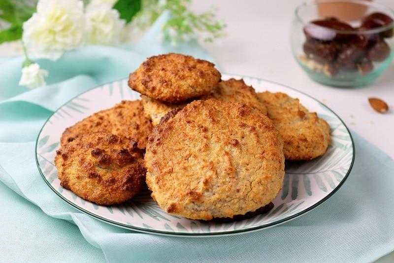 Recette de galette coco et amandes, idéale pour un encas sain.