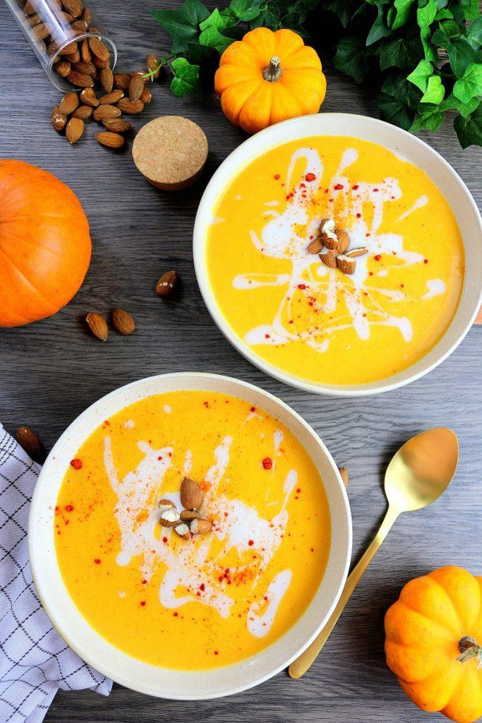 Soupe à la citrouille facile à faire et réconfortante pour l'automne.